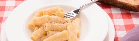 Pasta cacio e pepe (cheese and pepper)
