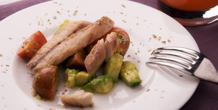 insalata avocado e sgombro